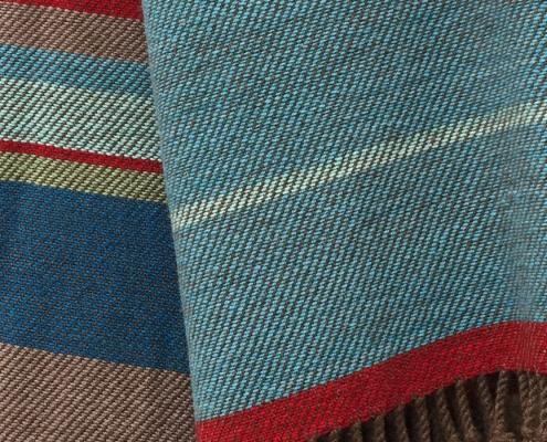 Braune Decke mit klarer Farbgebung